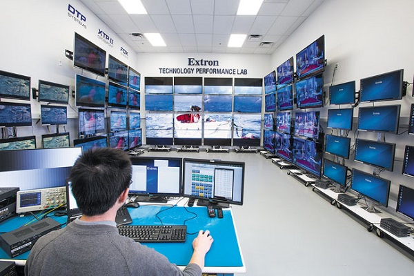 Extron collaborates with LG Business Solutions